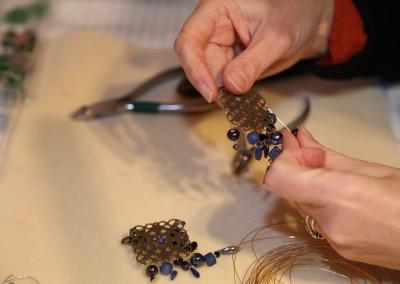 Création d'un bijou dans l'atelier de bijouterie artisanale Hanaya de Véronique Rident, Valence (Drôme)