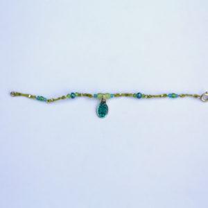 Bracelet cordon vert, perles e, argent, perles SWAROVSKI® ELEMENTS et médaille miraculeuse recouverte de résine bleue, Hanaya bijoux artisanaux de la créatrice Véronique Rident, Valence