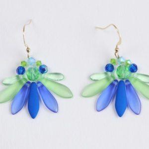 Boucles d'oreilles Hanaya-bijoux, pièces uniques fabriquées en France par Véronique Rident avec des perles de cristal fabriquées en Tchéquie et en Autriche.