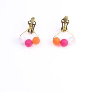 Boucles de trois perles Polaris éléments®, roses & orange, montées sur clip.