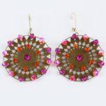 Calendula, Boucles d'oreilles fantaisie d'une créatrice française,avec des perles SWAROVSKI® ELEMENTS roses et orangées,tissées sur métal.