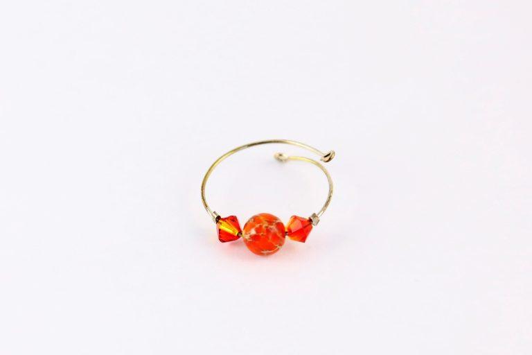 Bague Hanaya Bijoux en argent massif, perle de magnésite et perles SWAROVSKI® ELEMENTS rouges, créée par Véronique RIDENT, créatrice française à Valence.