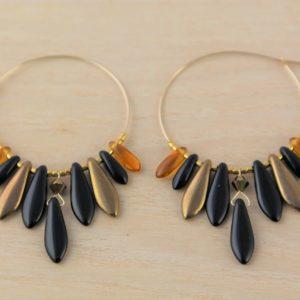 Boucles d'oreilles Hanaya Bijoux créées par Véronique Rident, à Valence avec des dagues de cristal de Bohème et des perles Miyuki® et SWAROVSKI® ELEMENTS.