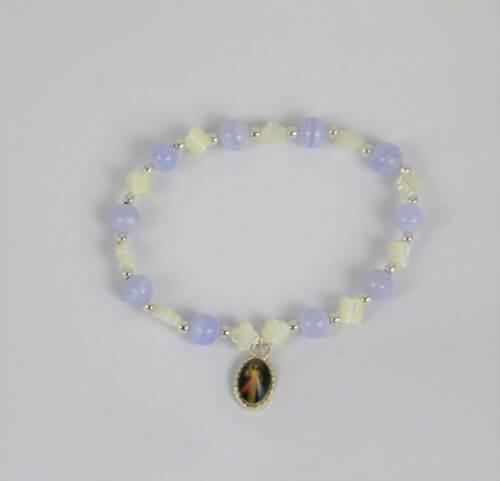 Bracelet dizainier calcédoine, nacre, argent et médaille Christ miséricordieux-Hanaya Bijoux créé par Véronique Rident, artisan bijoutier à Valence (Drôme).