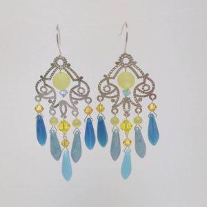 Boucles d'oreilles Hanaya Bijoux estampe argentée, dagues de cristal de Bohême et perles Swarovski Elements montées sur fil d'argent 925 par Véronique Rident, créatrice à Valence (Drôme)